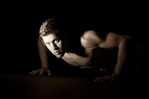 fotograf stina gronbech kultur bw sport styrke pushup sportsportrett 300x200 Fotograf Stina Grønbech Styrke Mann
