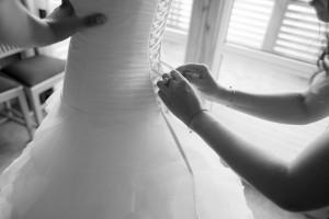 fotograf.stina .gronbech.bryllup.dokumentar.sommarøy.kjole  300x200 fotograf.stina.gronbech.bryllup.dokumentar.sommarøy.kjole